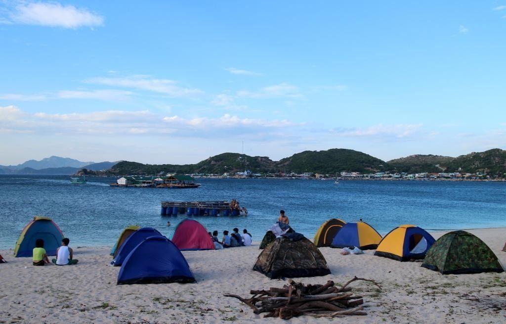 Cắm trại trên biển ở Cù Lao Chàm mang đến những giây phút vui vẻ và hạnh phúc