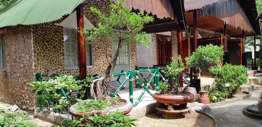 Bungalow rộng rãi, kết hợp giữa truyền thống và hiện đại độc đáo tại Mai Phương Beachfront Resort