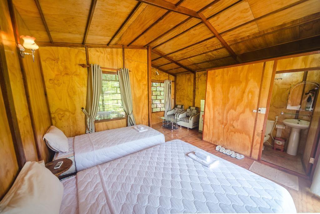 Phòng ốc rộng rãi, thoáng và được làm hoàn toàn từ gỗ trông rất ấn tượng