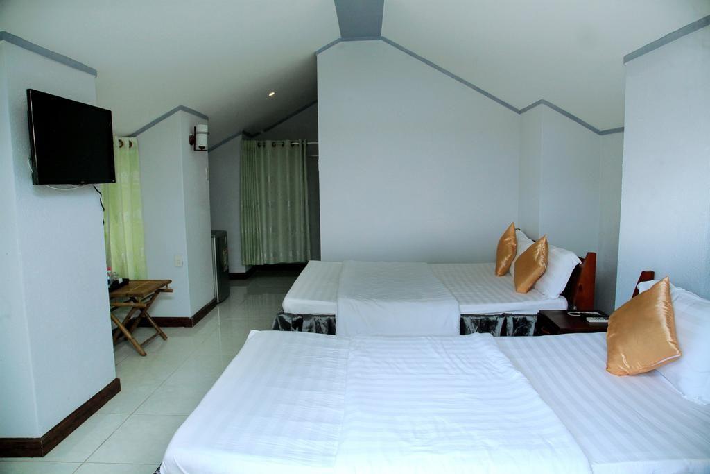 Bungalow rộng, thoáng và được trang bị các tiện nghi cần thiết, phục vụ cho nhu cầu của khách nghỉ