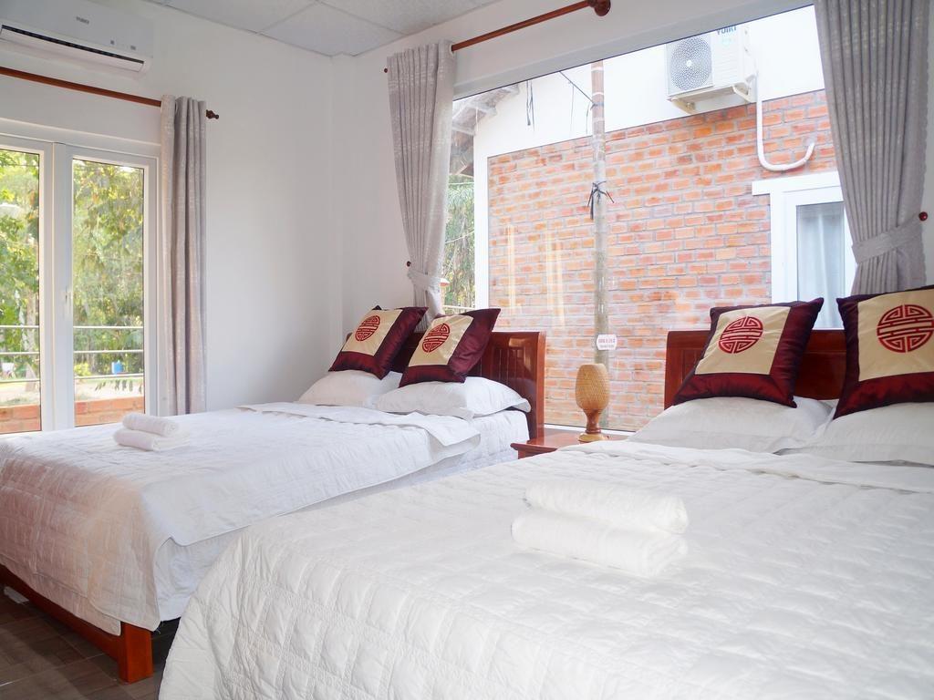Bungalow trang bị giường nệm êm ái. Phòng thoáng, hướng nhìn đẹp