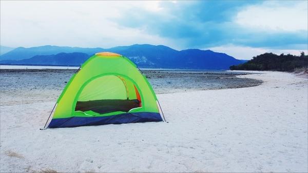 Cắm trại qua đêm tại đảo Điệp Sơn là một trải nghiệm đáng nhớ mà du khách nên thử