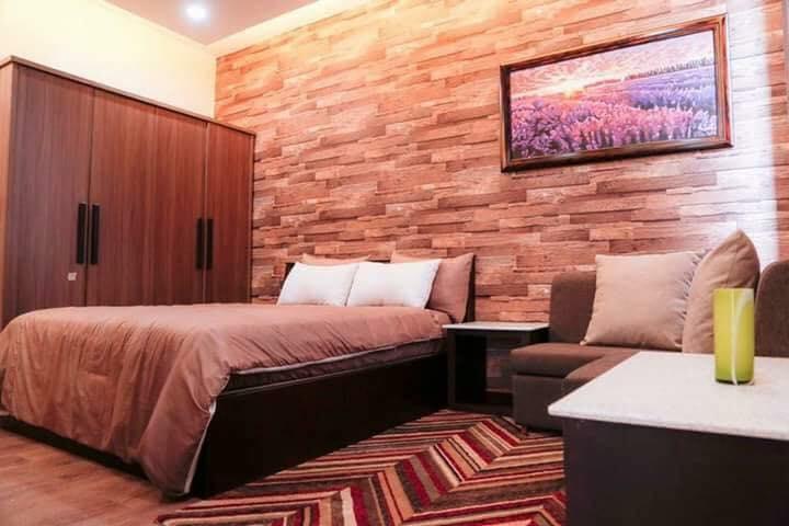 Phòng ngủ với hương lavender dịu nhẹ, gam màu nâu trắng ấm áp