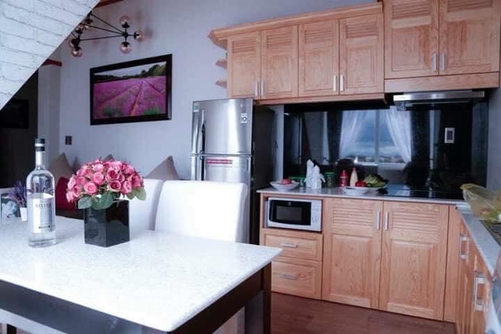 Phòng bếp rộng rãi, tiện nghi và trang nhã