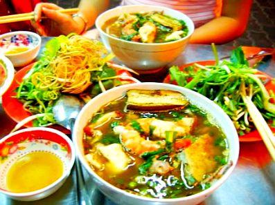 Món ăn đặc trưng của người Khmer nước lèo trong vắt mà vị vô cùng đậm đà
