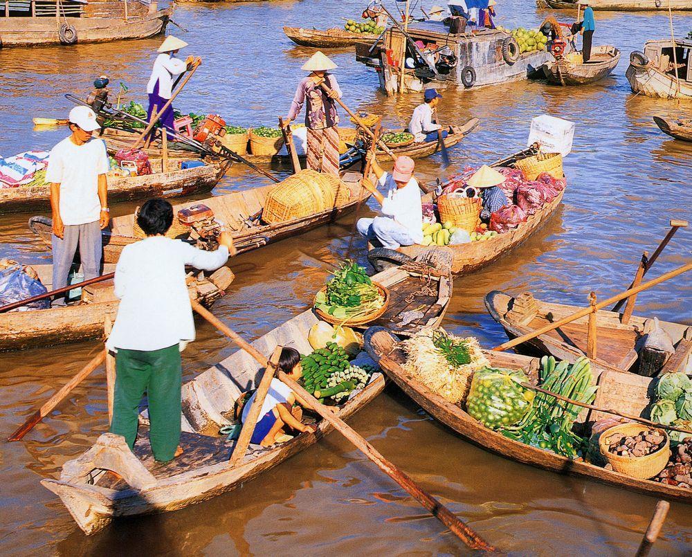 Chợ nổi cái Bè, chợ nổi lớn thứ 2 của miền Tây sông nước.