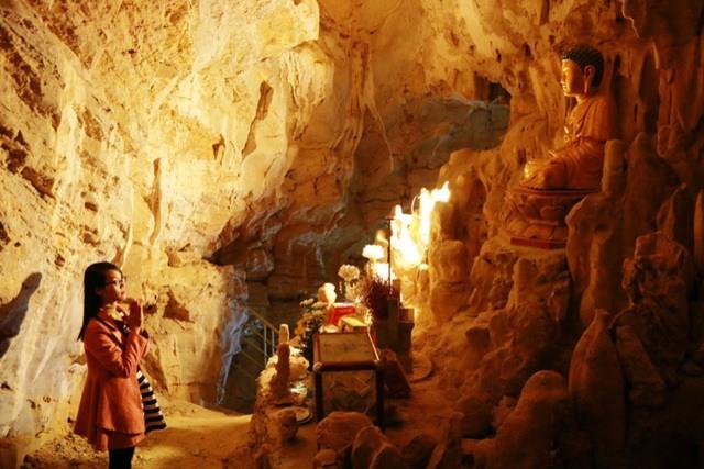 Động Vái Giời một trong những địa điểm mà bạn nhất định phải thăm quan khi đến Ninh Bình