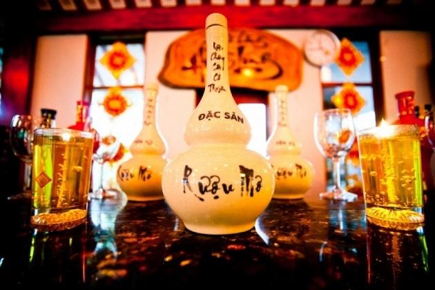 Rượu mơ đặc sản Quảng Ninh với hương vị vô cùng lạ.