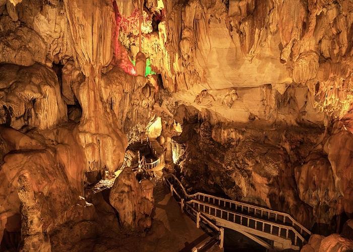Du lịch thác bản Giốc (Cao Bằng) cho cặp đôi - khám phá động Ngườm Ngao huyền thoại