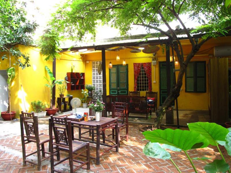 Khu vườn nhỏ xinh với tán cây rợp bóng - villa tại Tây Hồ, Hà Nội