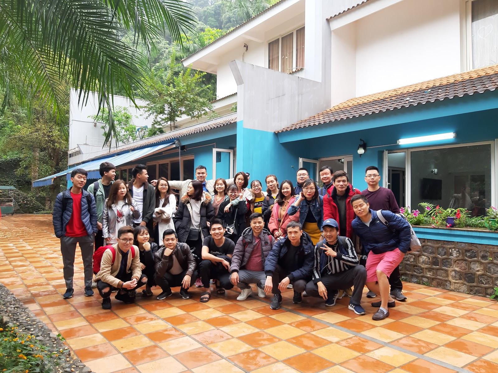 Cả gia đình chụp ảnh kỷ niệm - villa tại Thạch Thất, Hà Nội