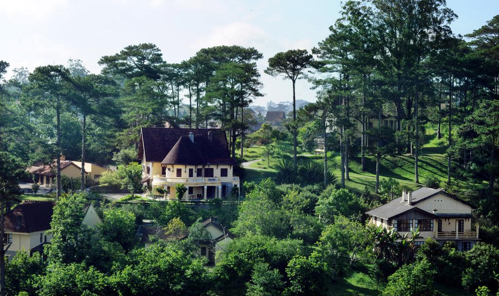 cac-villas-da-lat-re-dep-view-huong-ra-ho-tuyen-lam