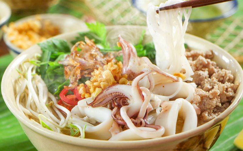 Bún mực ngon nức tiếng ở Phú Yên