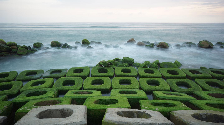 Kè chắn sóng Xóm Rớ: Địa điểm du lịch Phú Yên không thể bỏ qua