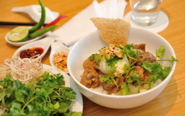 Mì Quảng, món ngon nổi tiếng gần xa