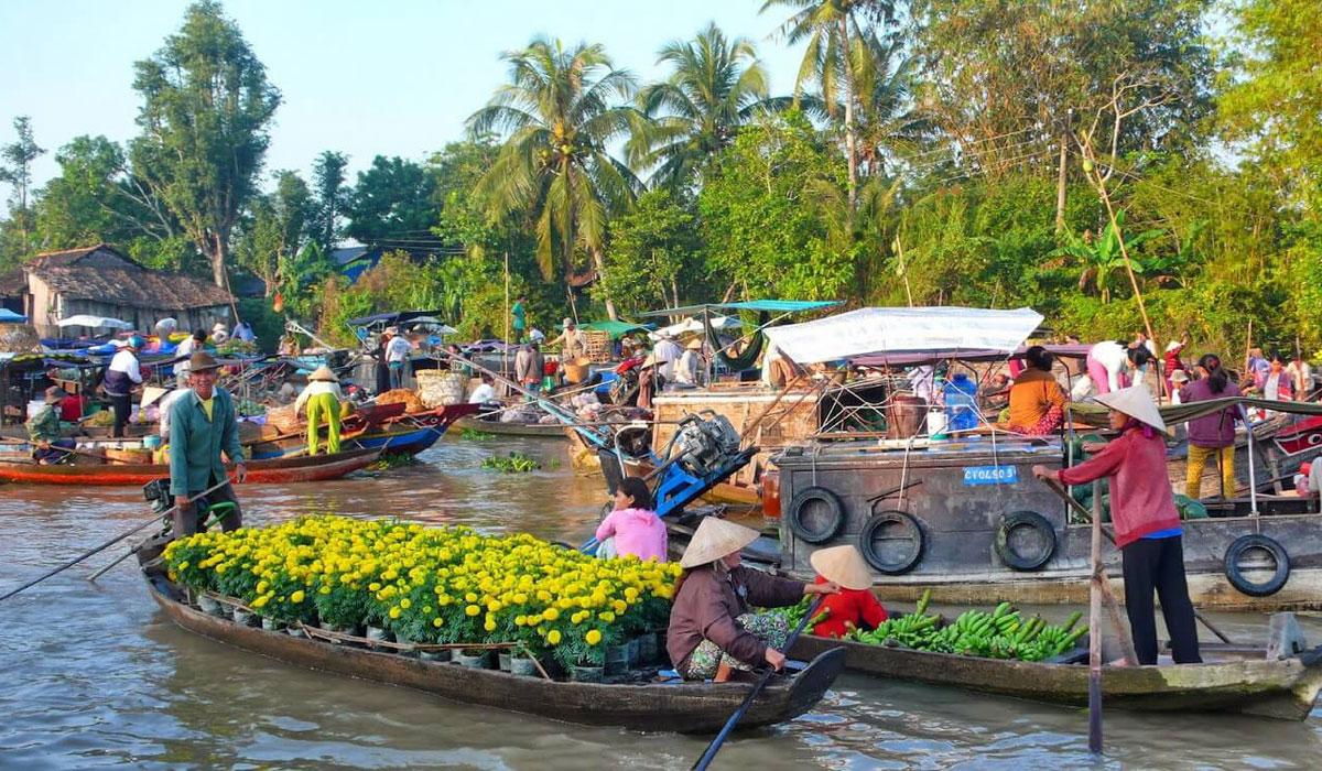 Chợ nổi du lịch ngã năm tấp nập người mua kẻ bán